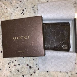Authentic Gucci Signature Wallet in Brown Leather